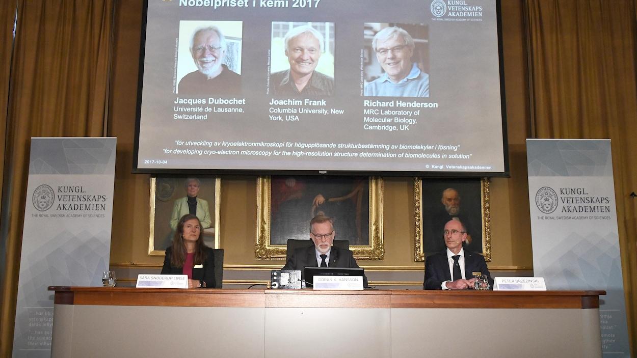 Le dévoilement des récipiendaires du prix Nobel de chimie 2017, à l'Académie royale des sciences de Suède.