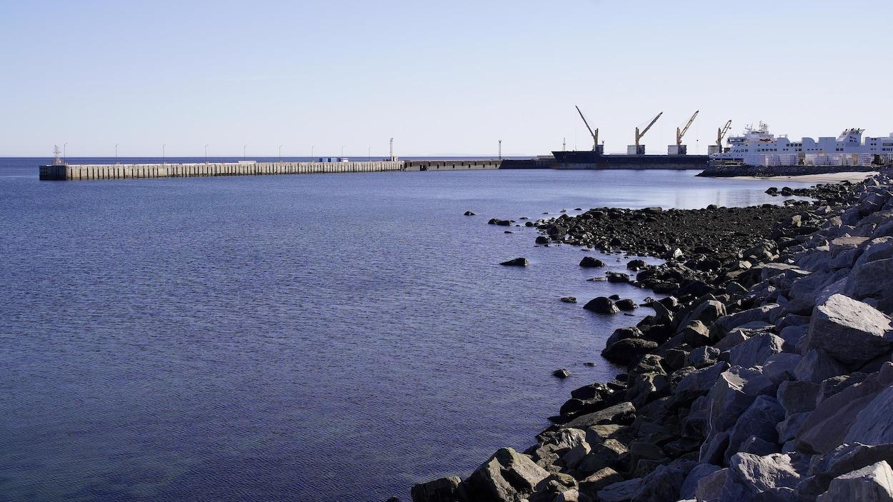 Les négociations entre Transports Canada et la Corporation de gestion du port de Baie-Comeau avancent.