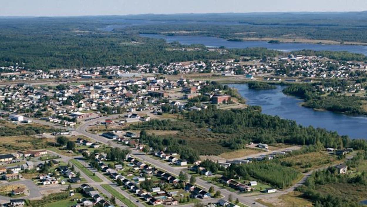 Vue aérienne de la Ville de Senneterre, en Abitibi.