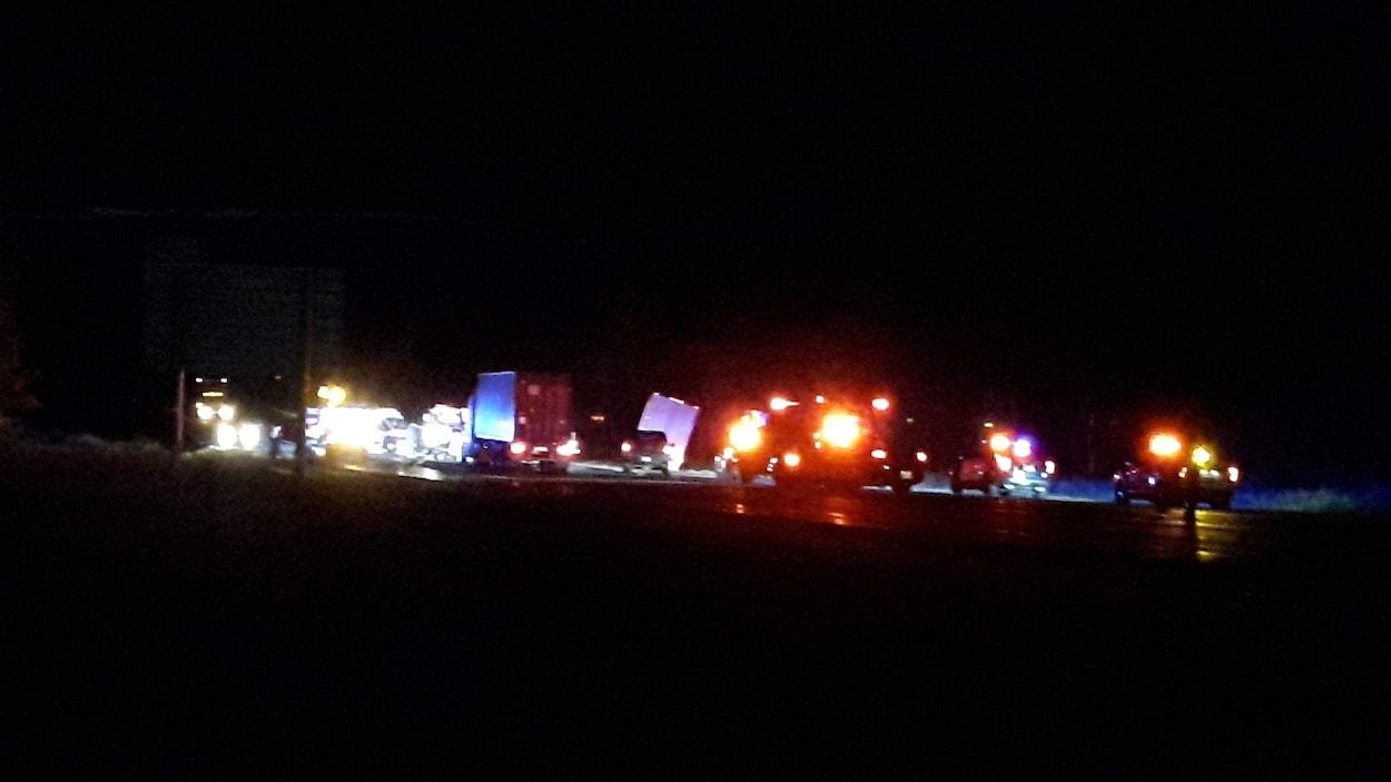 Un accident de la route, la nuit.