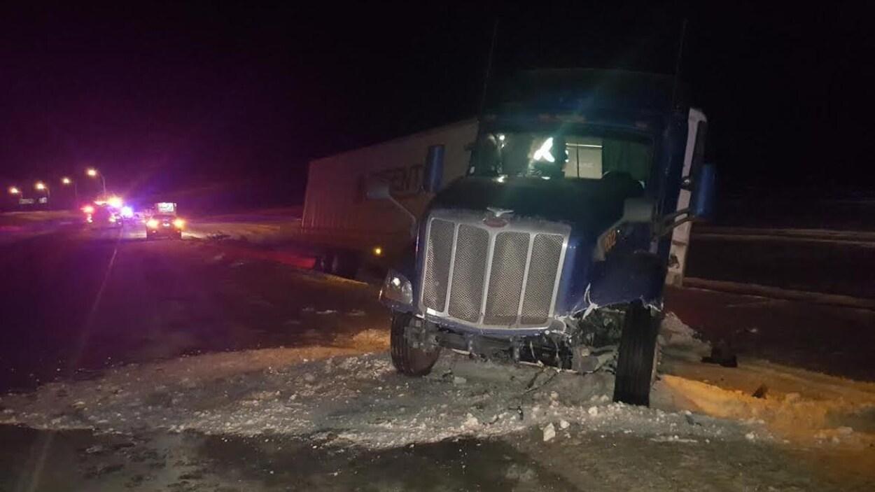 Accident de la route près d'Innisfail, en Alberta.