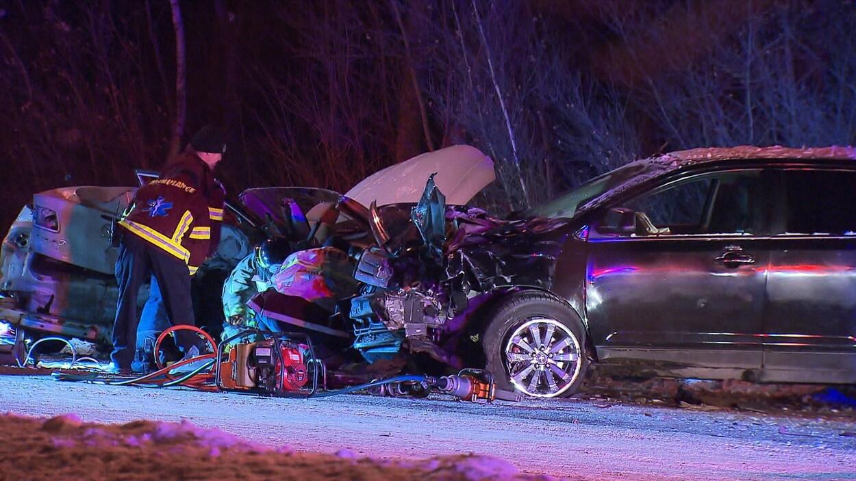 Scène d'un accident de la circulation qui a fait un mort et plusieurs blessés, le 27 décembre 2017, sur la route 335 à Terrebonne.
