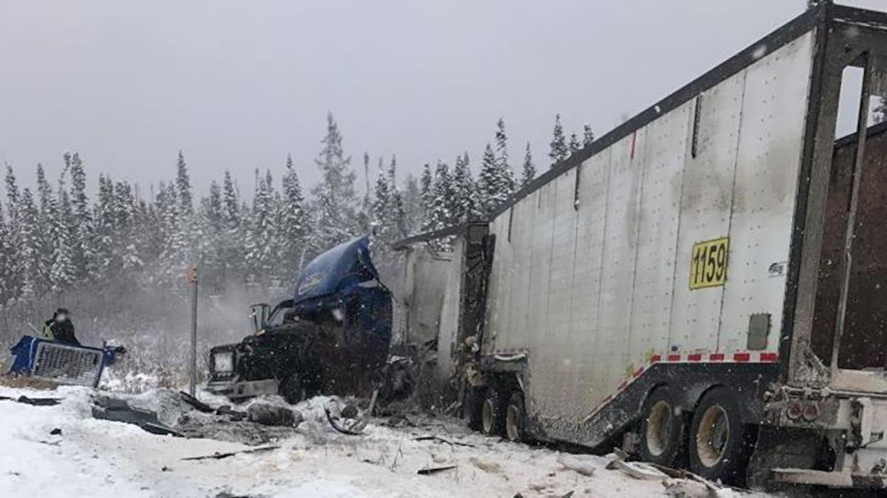 Une collision entre deux fardiers a eu lieu sur la route 167, près de Chibougamau, jeudi matin.