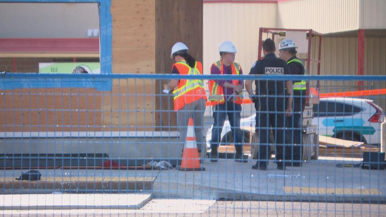 Des policiers sur les lieux d'un accident sur un chantier de construction à Gatineau.