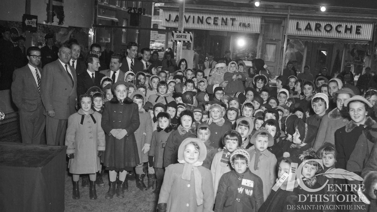 Les orphelins de l'Hôtel-Dieu de Saint-Hyacinthe lors d'une sortie en 1956