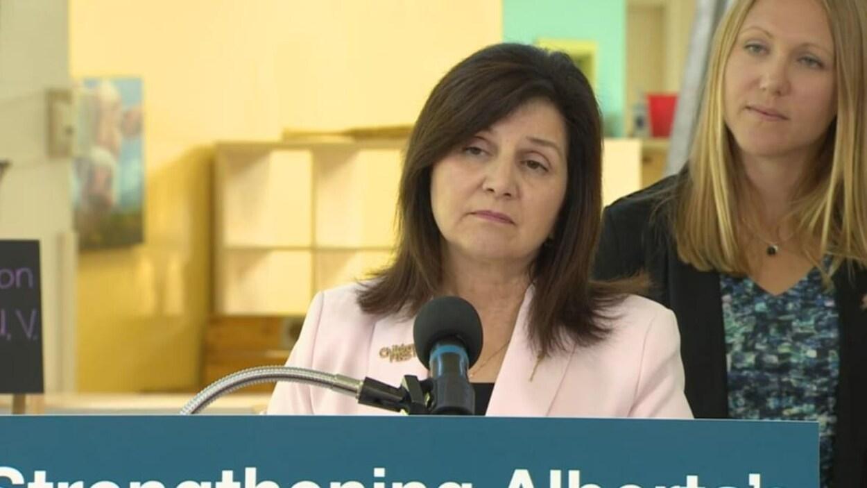 Adraina LaGrange, la ministre de l'Éducation de l'Alberta.