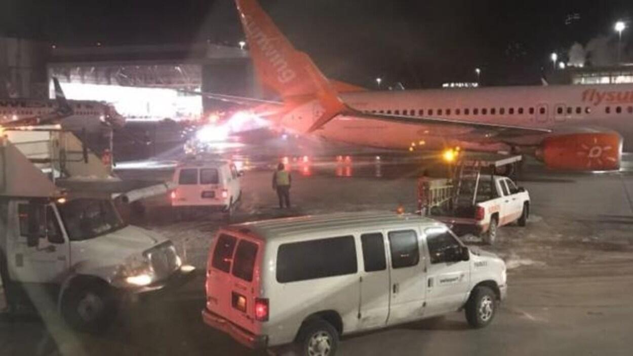 Collision entre deux avions à l'aéroport de Toronto — Vidéo