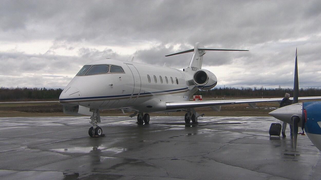 Un avion à l'aéroport de Sherbrooke.