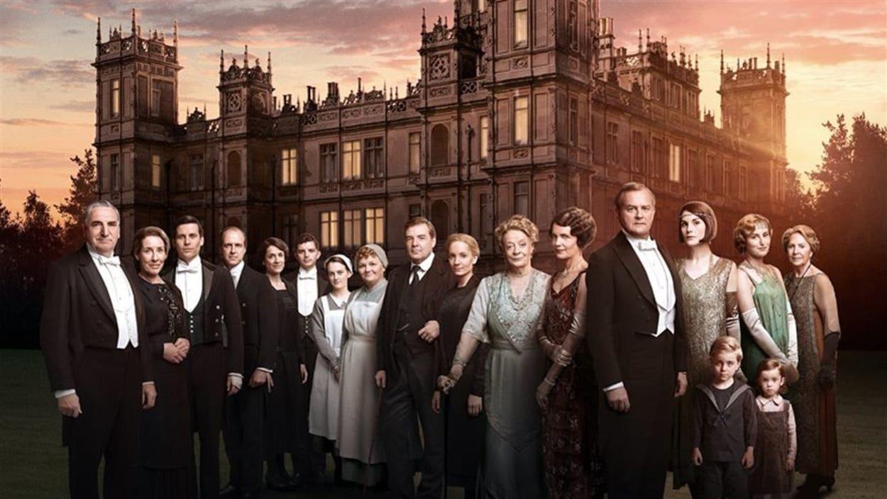 Affiche promotionnelle regroupant une vingtaines d'acteurs et d'actrices de la série télé.