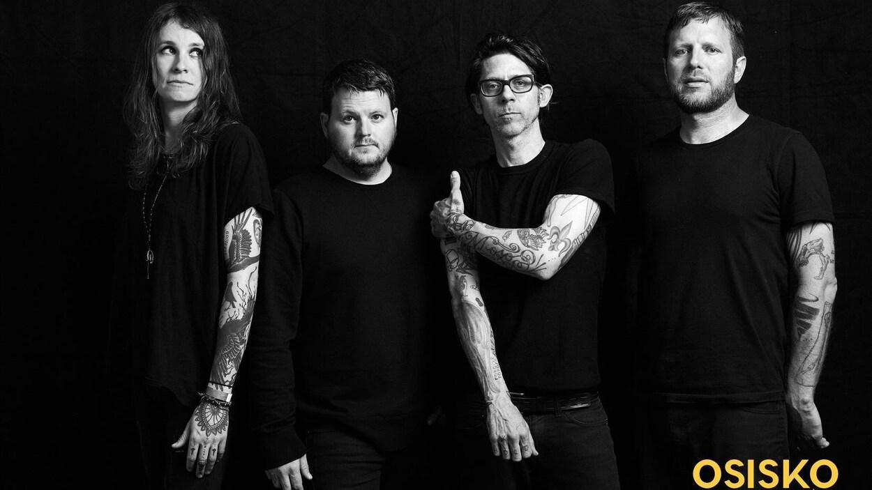 Un groupe de musique sur une photo officielle.