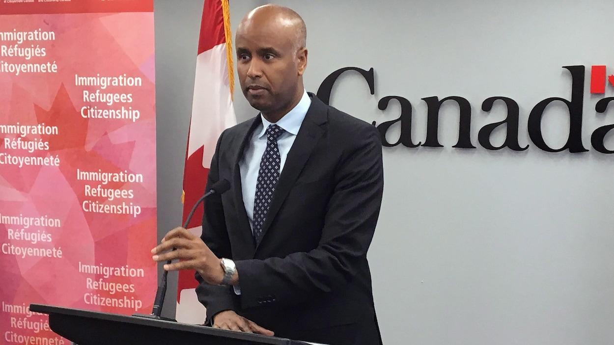 Le ministre fédéral de l'Immigration, des Réfugiés et de la Citoyenneté, Ahmed Hussen, en conférence de presse.