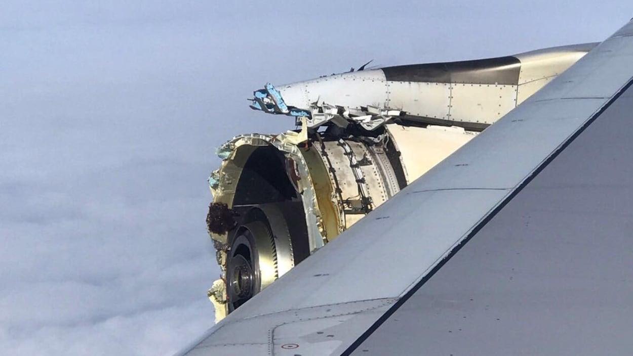 Un moteur d'avion endommagé