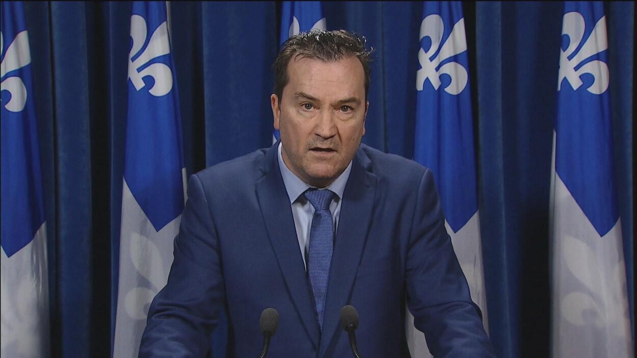 Alain Therrien, lors d'une conférence de presse alors qu'il était député péquiste.