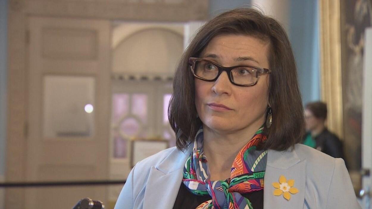 Alana Paon en entrevue télévisée.