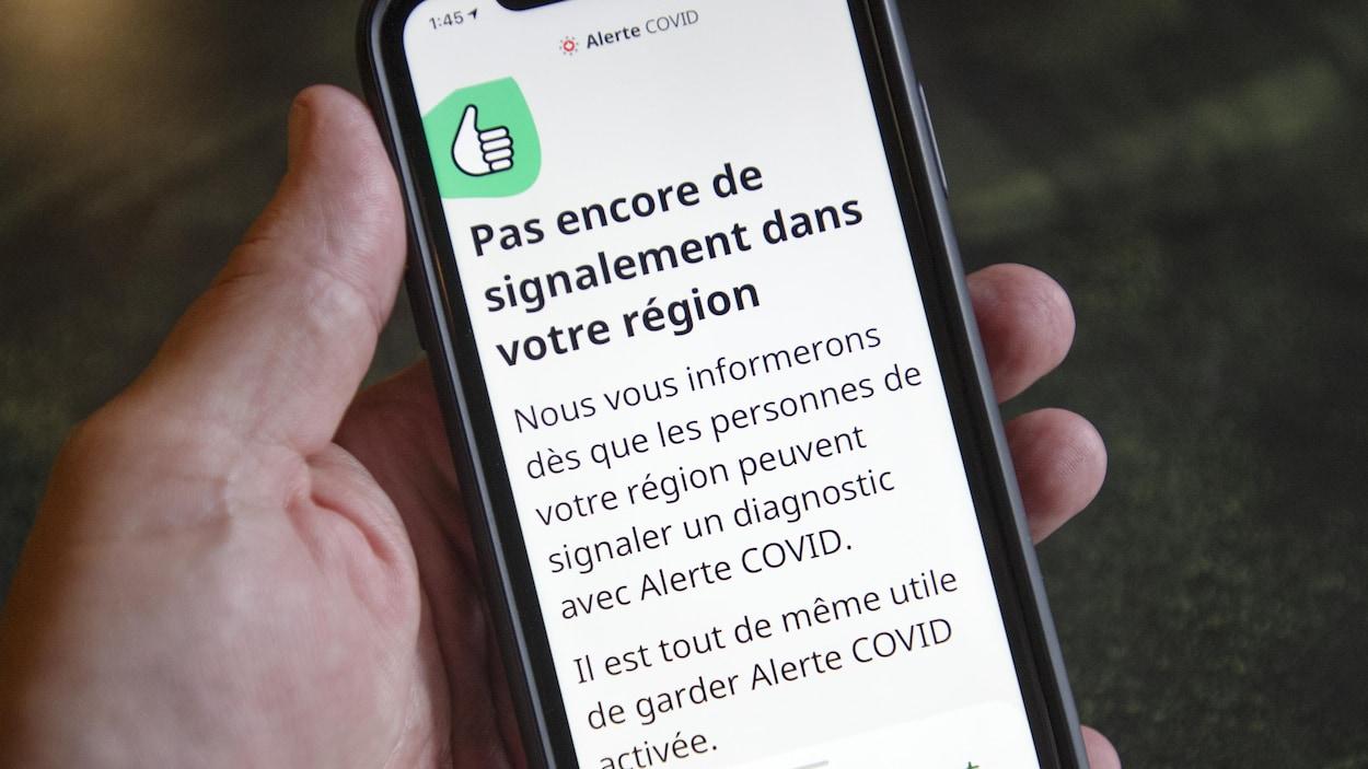 Un message indiquant « Pas encore de signalement dans votre région » apparaît sur un téléphone cellulaire.