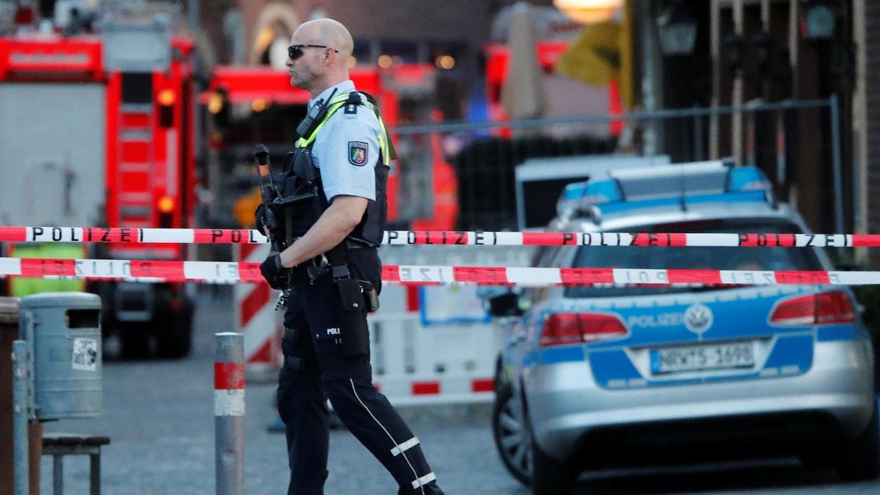 une voiture fonce dans la foule en allemagne la police carte l 39 id e d 39 un attentat terroriste. Black Bedroom Furniture Sets. Home Design Ideas