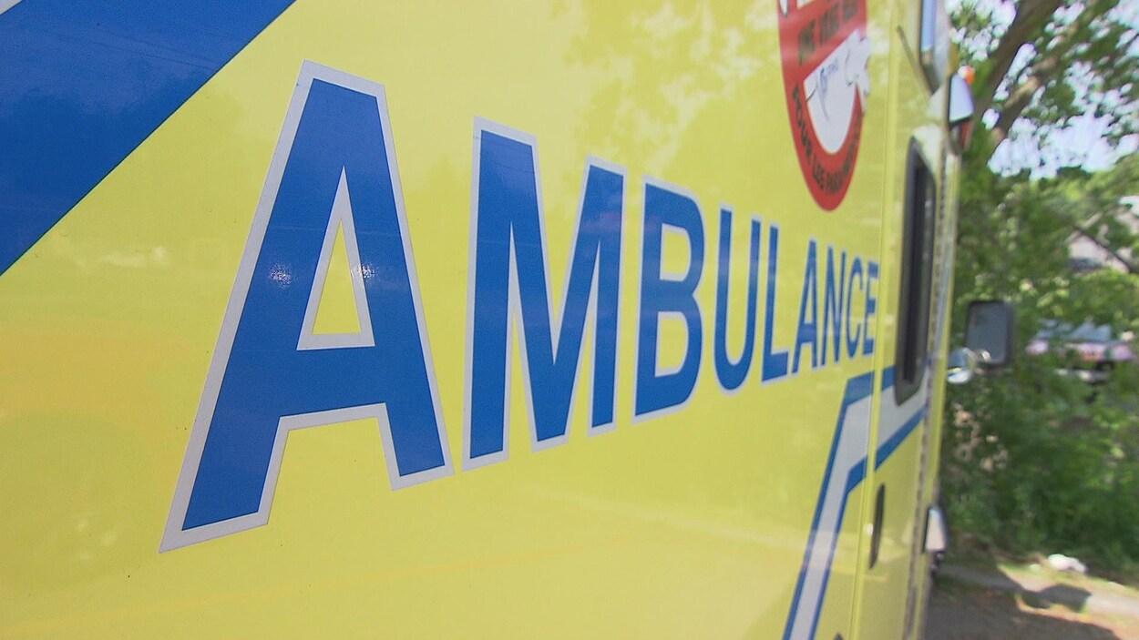 Logo d'une ambulance de près
