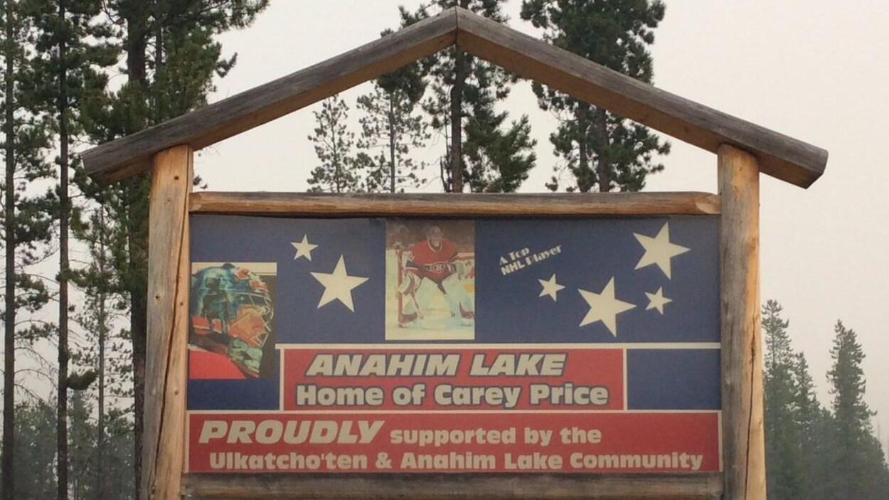 Une pancarte de bienvenue à la communauté d'Anahim Lake d'où vient le hockeyeur Carey Price