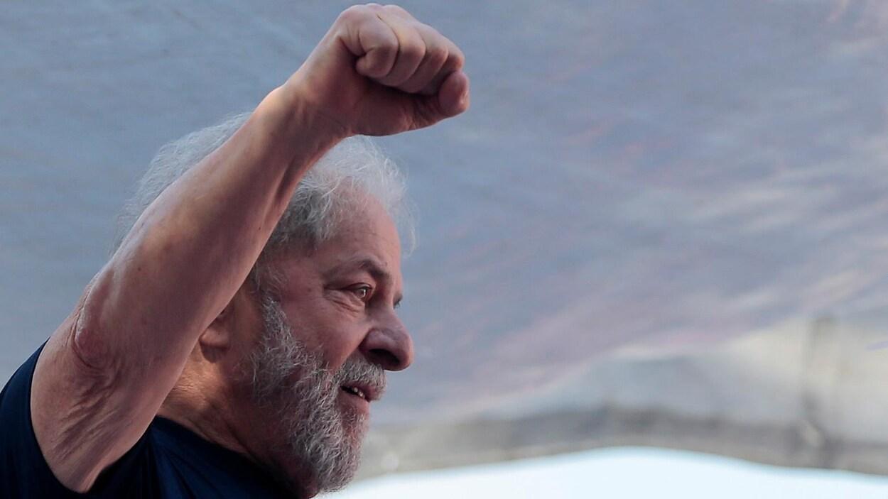 L'ancien président brésilien Luiz Inacio Lula da Silva lors d'une manifestation à Sao Bernardo do Campo