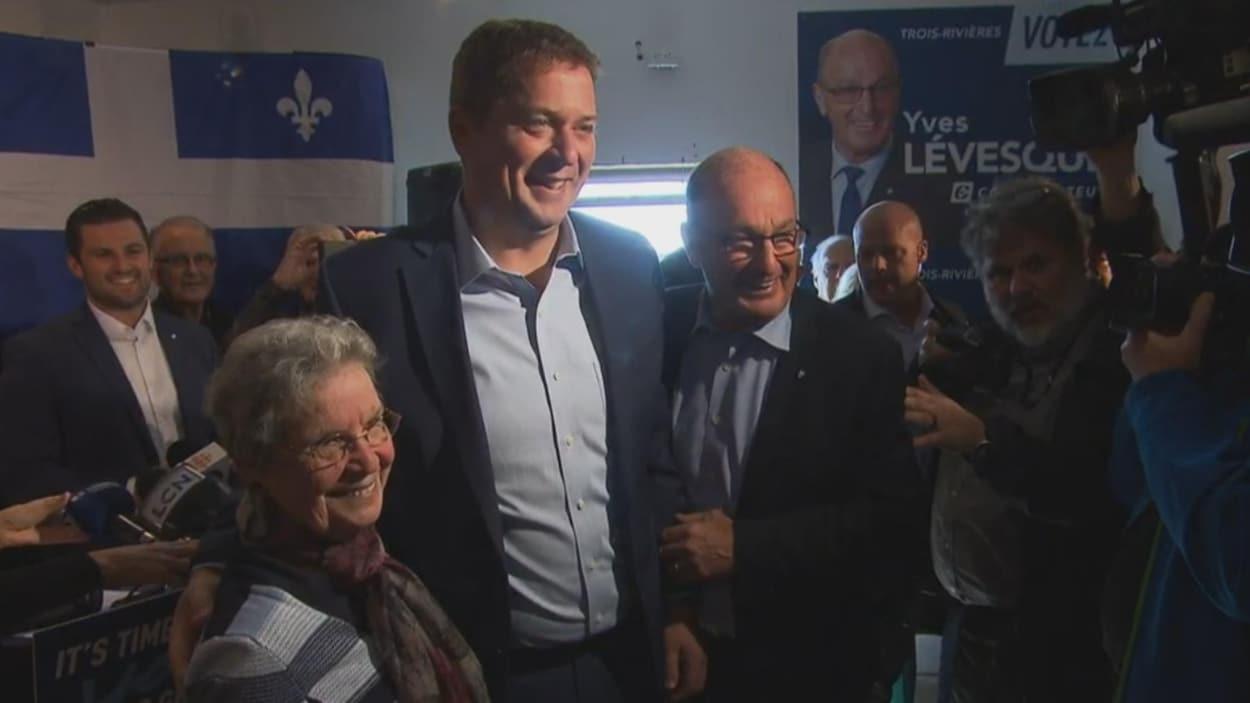 Andrew Scheer et Yves Lévesque prennent la pose