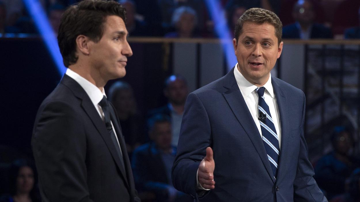 Andrew Scheer et Justin Trudeau débattent.