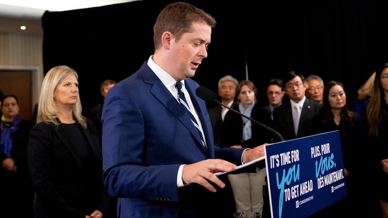 Andrew Scheer en conférence de presse.