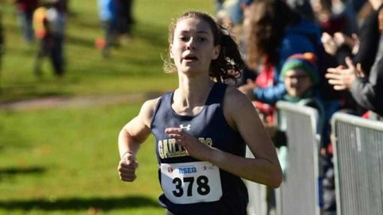 La jeune femme en pleine compétition.
