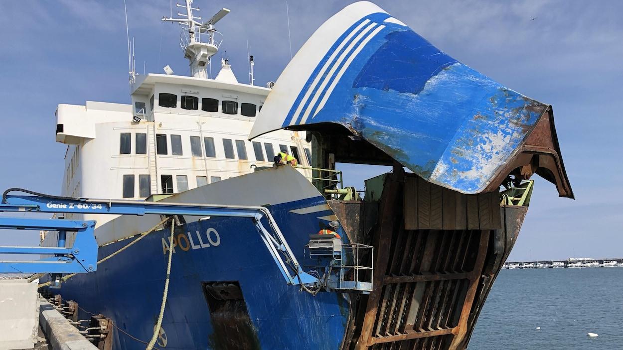 Le navire Apollo amarré au quai de Matane