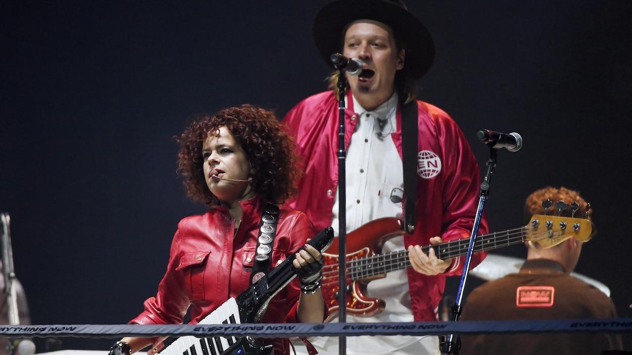 Regine Chassagne et Win Butler d'Arcade Fire en concert à Inglewood (Californie), le 20 octobre 2017