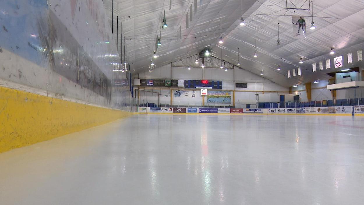 La patinoire de l'aréna de Gaspé