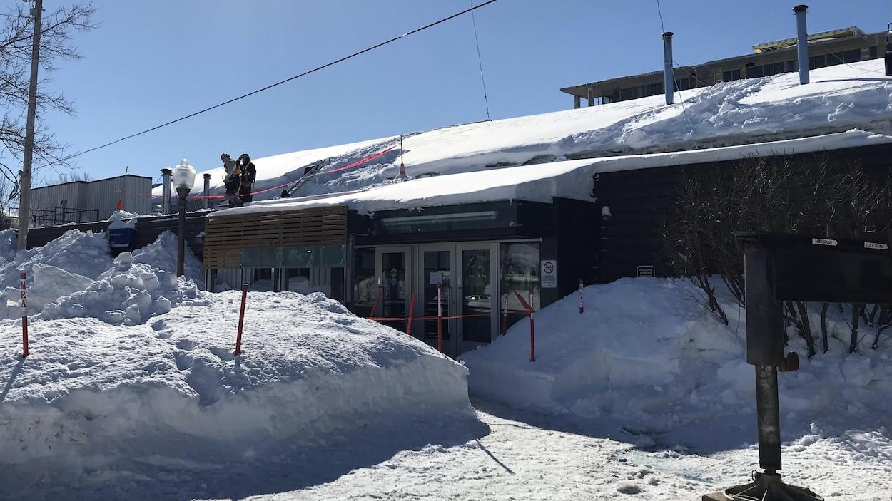 L'aréna Jacques-Côté photographié en hiver