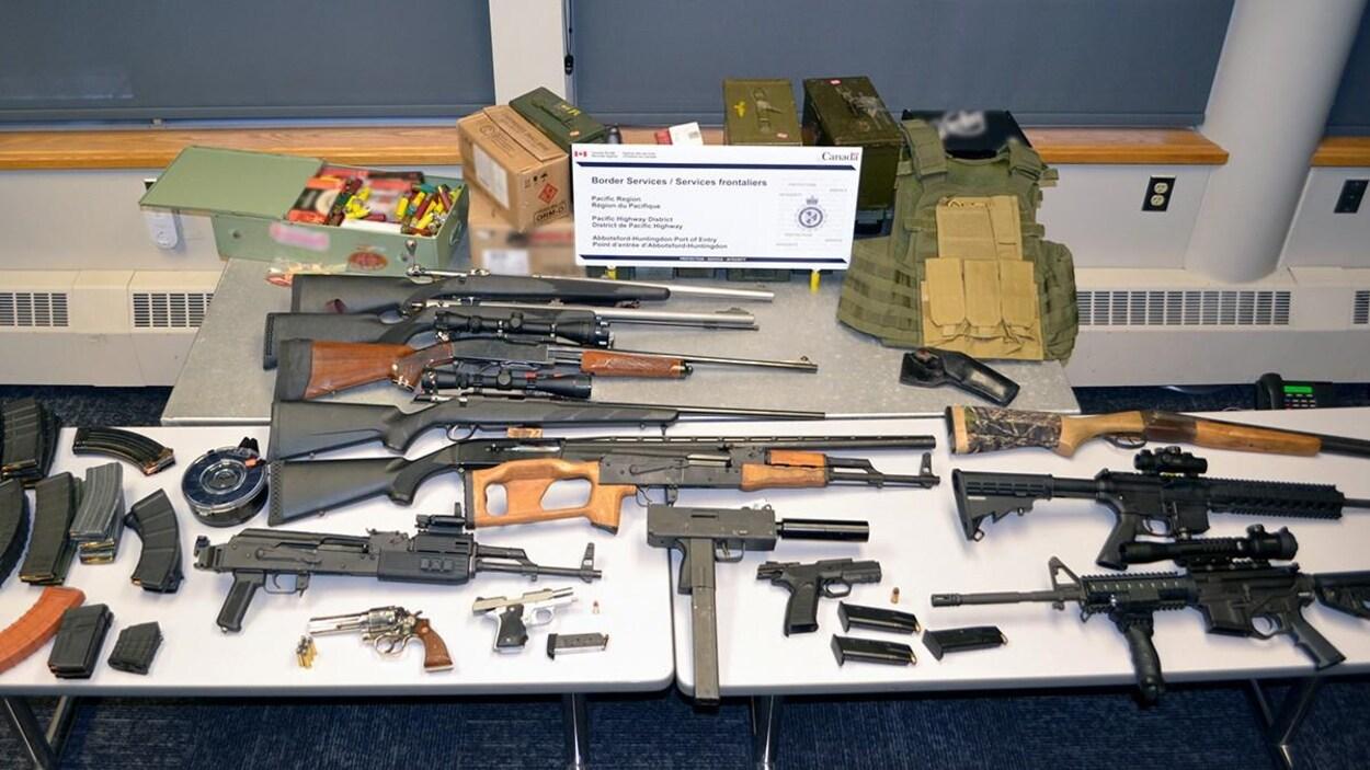 Les armes saisies par l'Agence des services frontaliers du Canada.