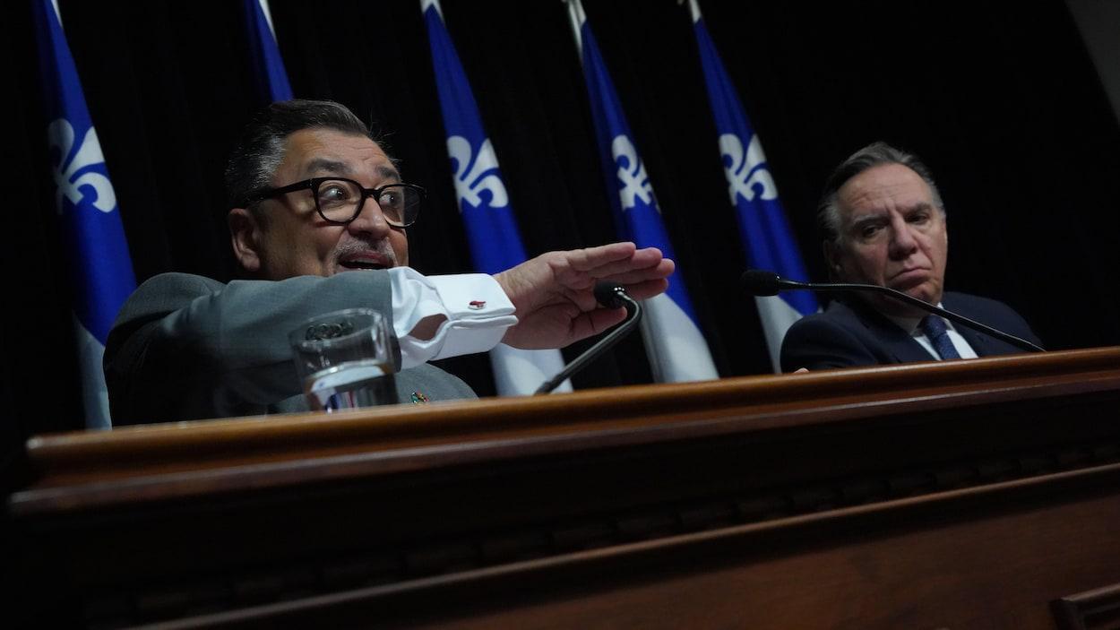 Les deux hommes en conférence de presse.