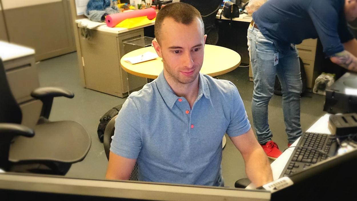 Michel Lanoie à son poste de travail