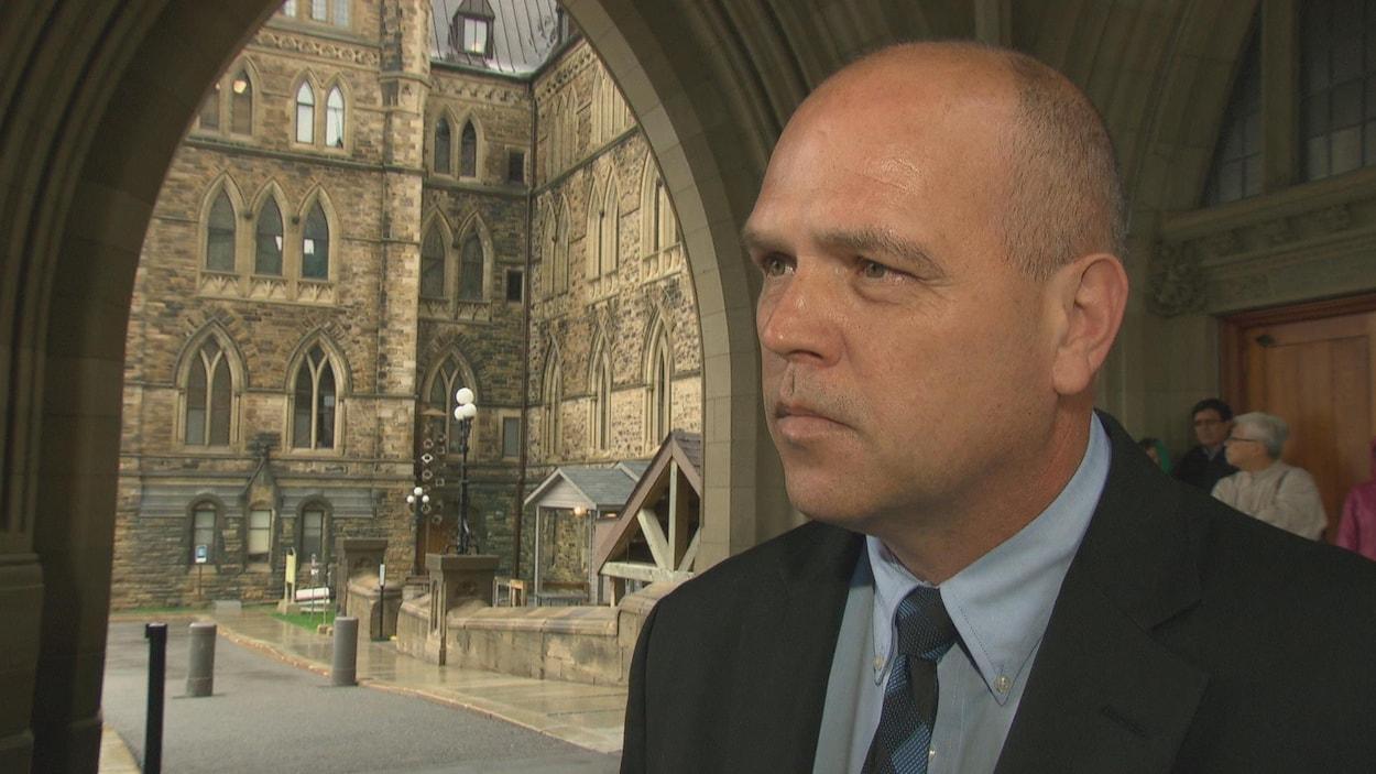 M. Lapensée en entrevue au parlement