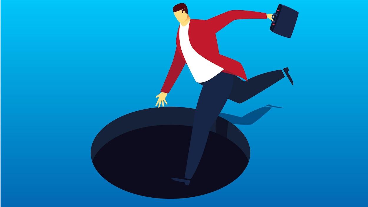 Un travailleur s'apprête à mettre le pied dans le trou noir.