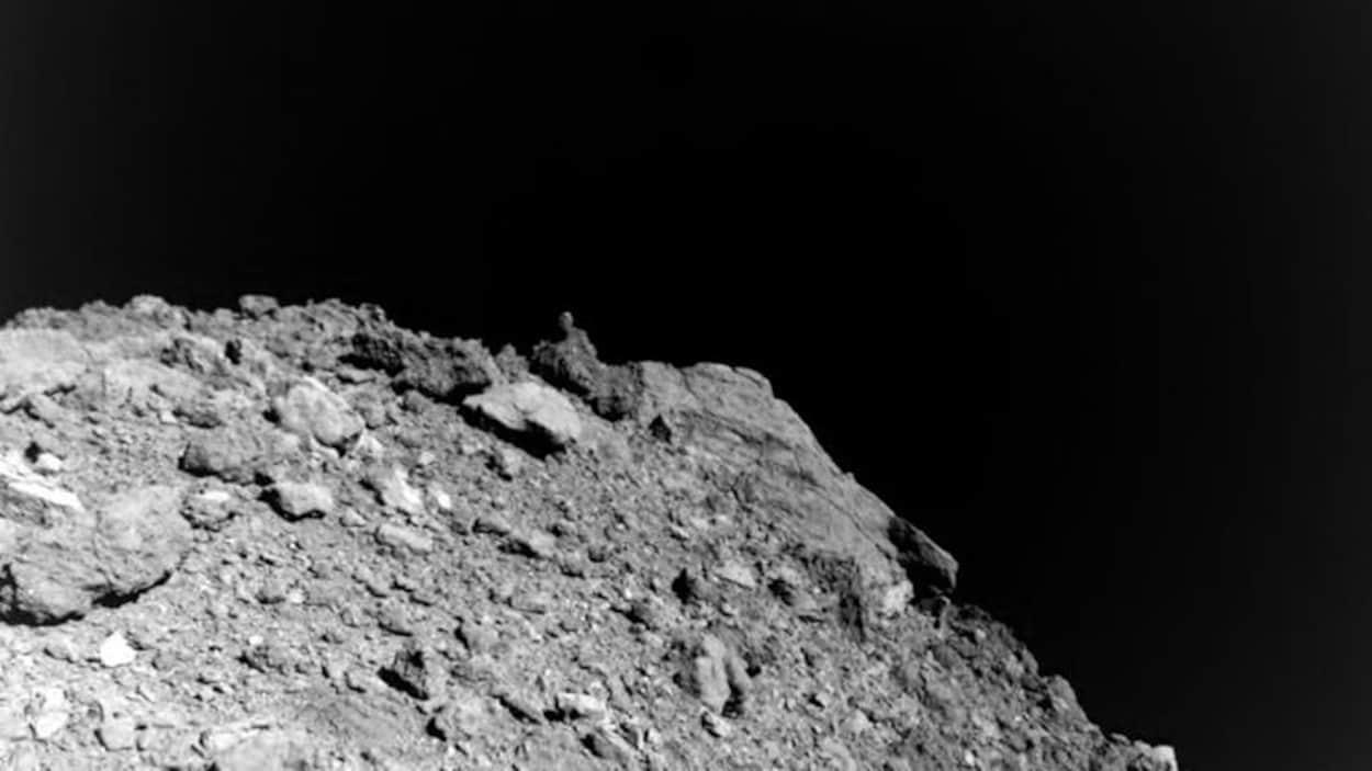 L'astéroïde Ryugu est rugueux à sa surface.