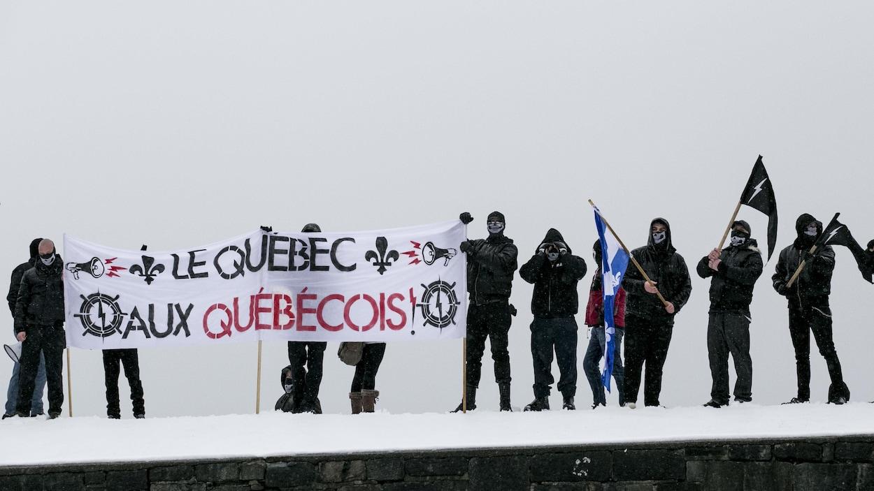 Des membres du groupe d'extrême droite Atalante.