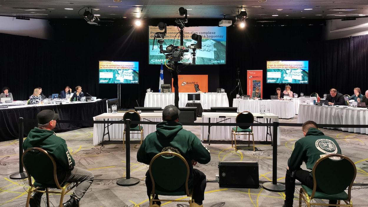 La salle où se déroulent les audiences du BAPE.