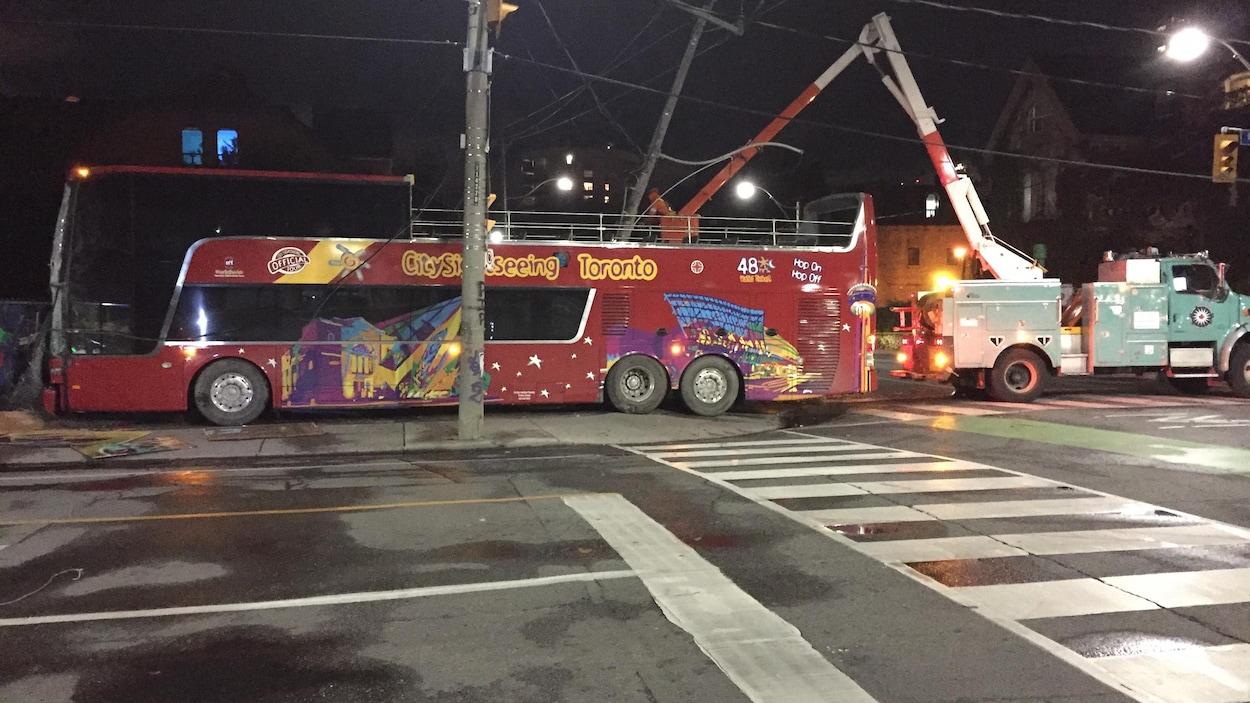 Un autobus de touristes accidenté