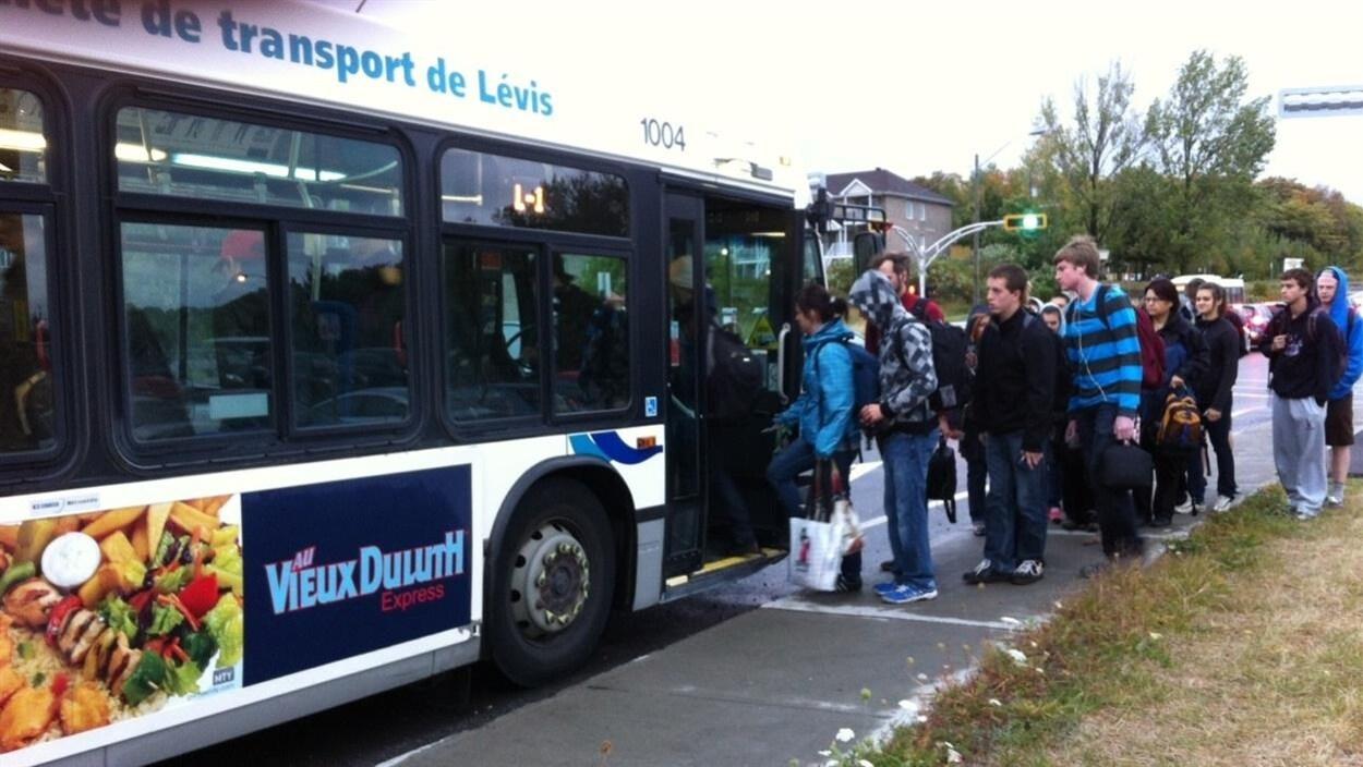 Autobus de la Société de transport de Lévis