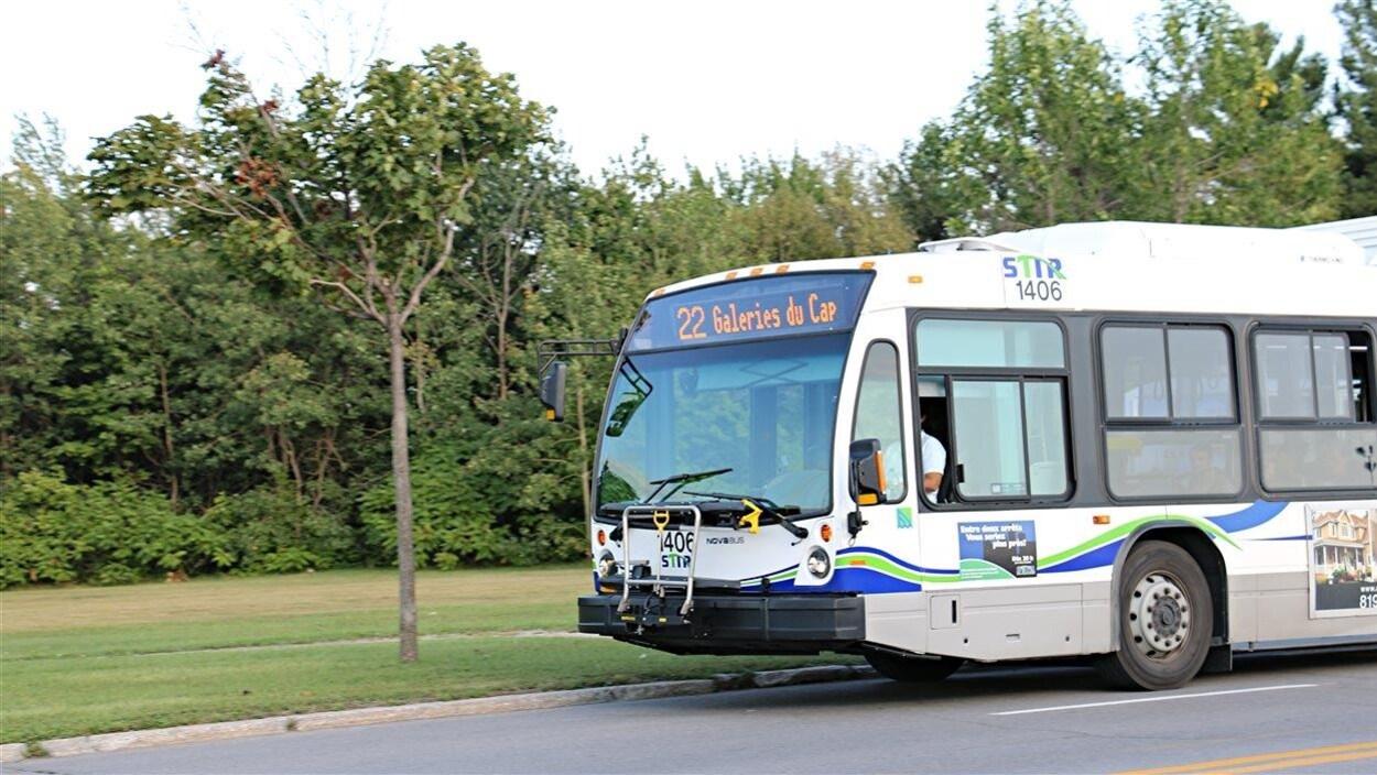 Un autobus de la Société de transports de Trois-Rivières.