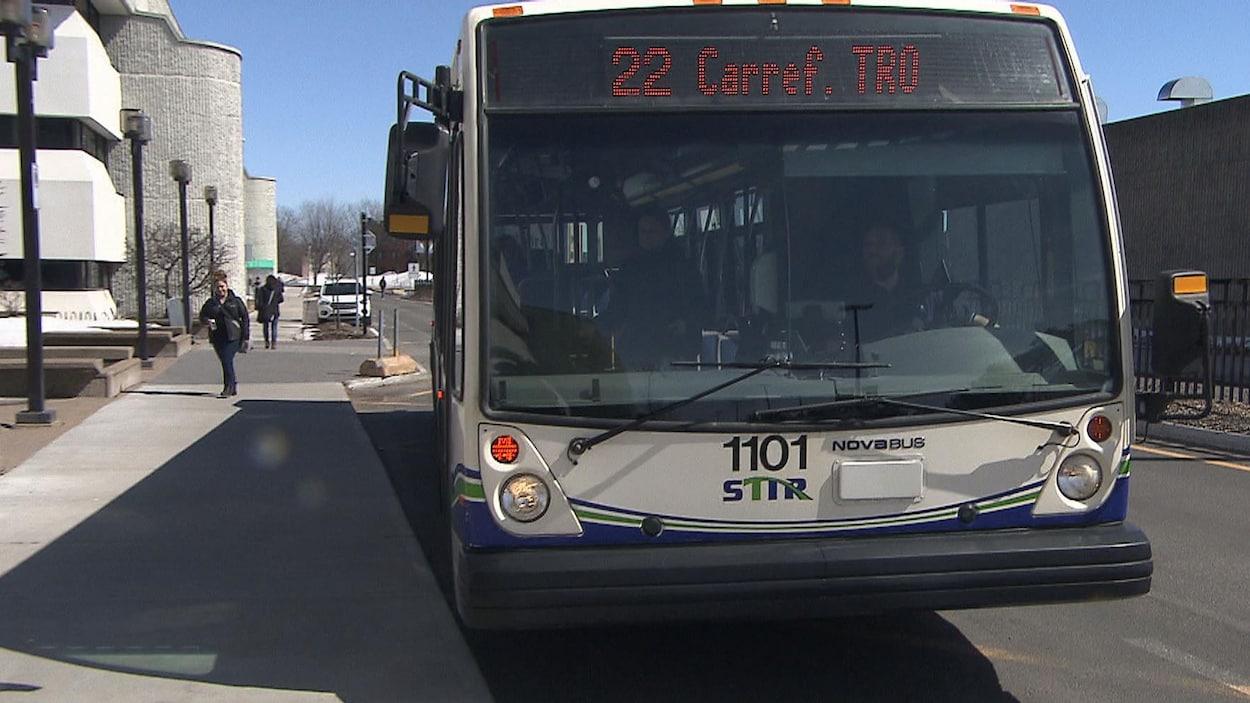 Un autobus de la Société de transport de Trois-Rivières.