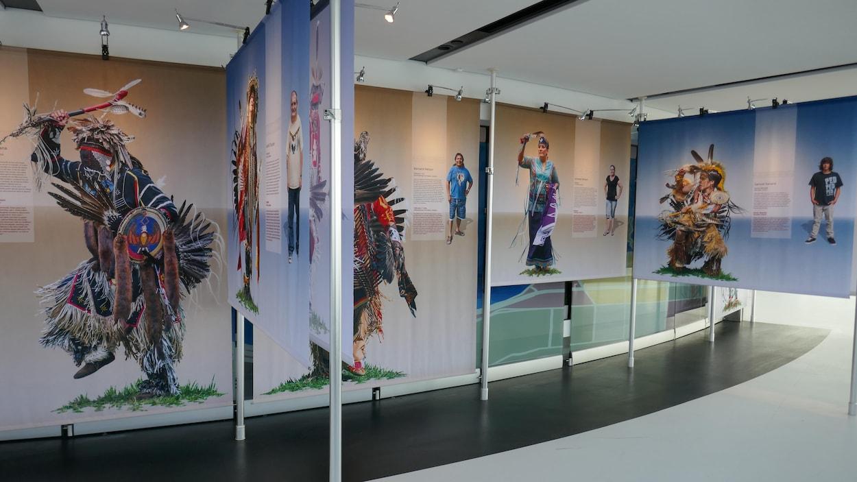 Une série de portraits présentant des Autochtones en habits traditionnels.