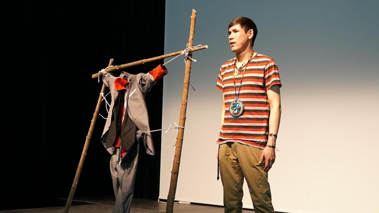L'artiste multidisciplinaire Terry Randy Awashish de la Nation Atikamekw