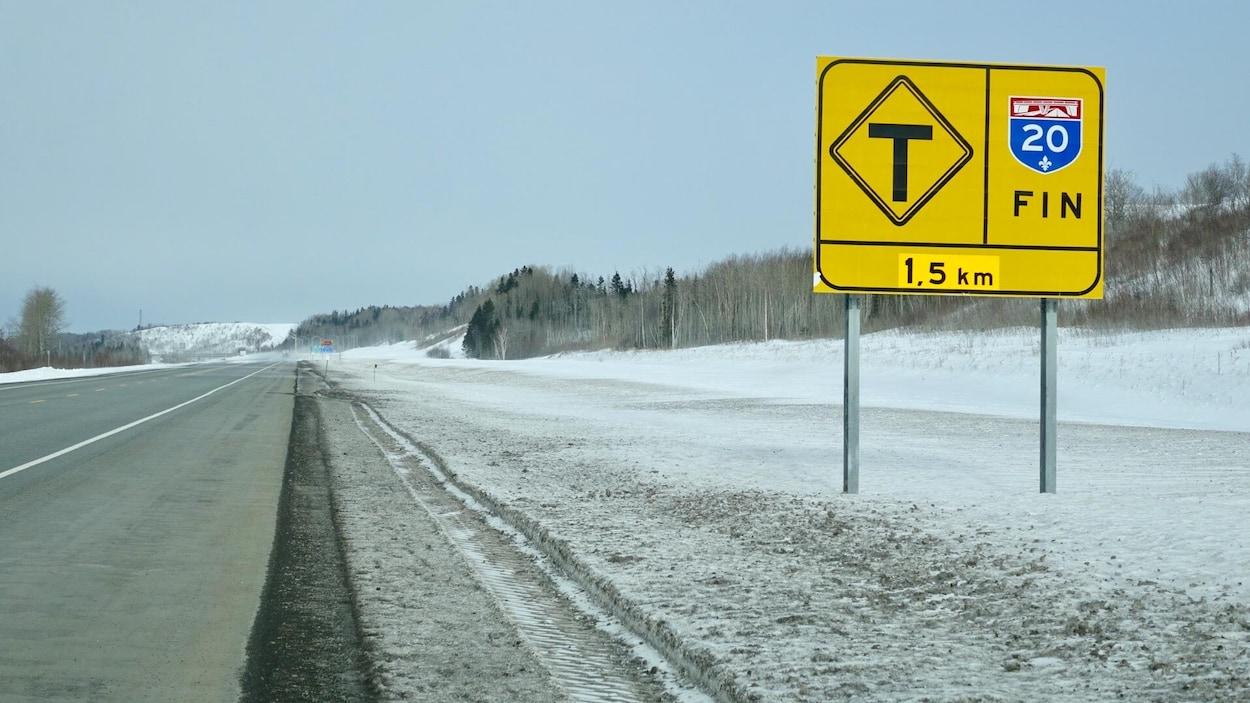 La fin de l'autoroute 20 à Notre-Dame-des-Neiges, près de Trois-Pistoles, au Bas-Saint-Laurent