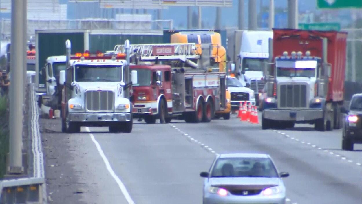 Un accident sur l'autoroute 25 cause un bouchon de circulation.