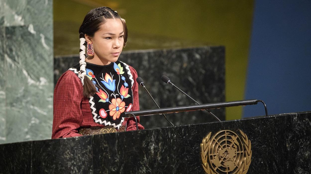 Autumn Peltier, 13 ans, une Anishinaabe de l'Ontario, prend la parole à l'Assemblée générale pour le lancement de la Décennie internationale d'action sur l'eau pour le développement durable, le jeudi 22 mars 2018, à New York.