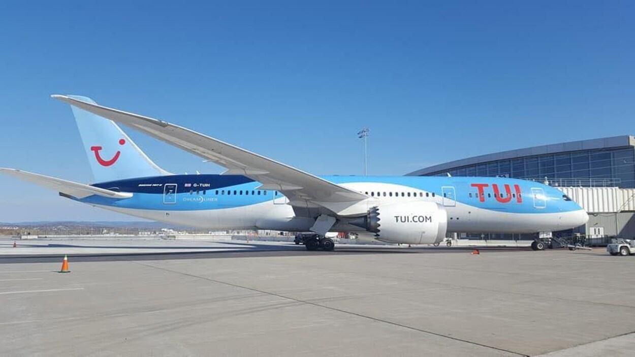 Un Boeing 787 de la compagnie TUI Airways à l'aéroport international Jean-Lesage de Québec