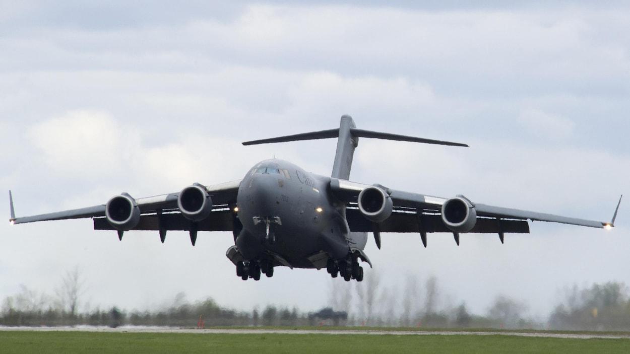 Un avion de l'armée canadienne